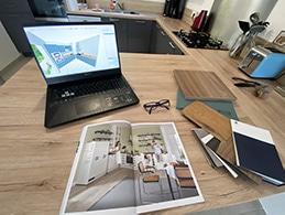 présentation plan de travail ordinateur et plan 3D de cuisine