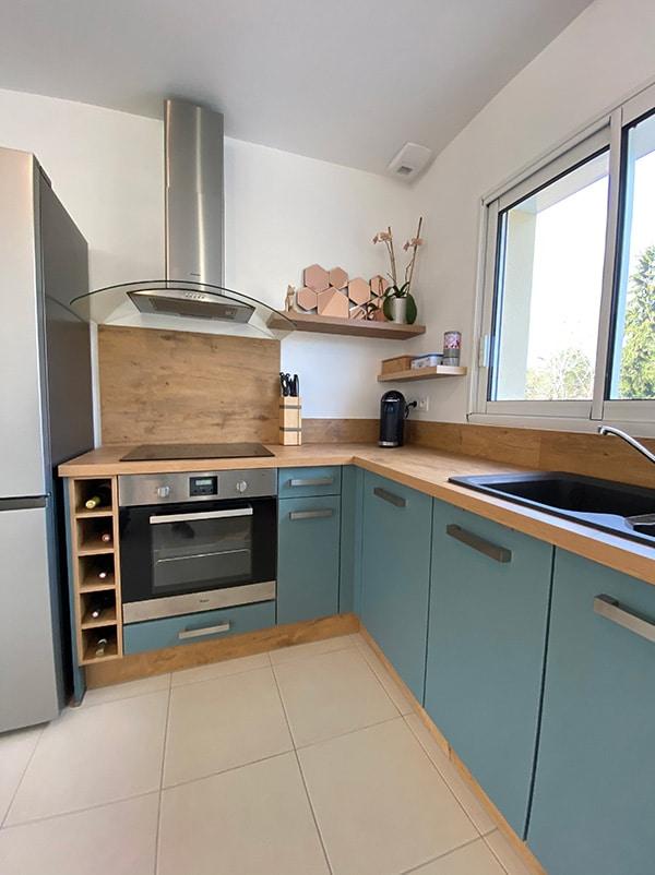 cuisine-bois-clair-bleu-orikalab-bergerac